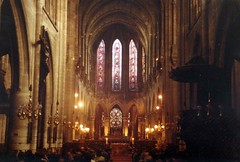 Not Notre Dame, that's all i know (sftrajan) Tags: paris france architecture arquitectura frankreich interior gothic medieval architektur 1983 francia glise  architettura stainedglasswindow parigi architektura