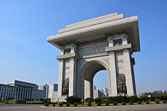 Arch of Triumph, Pyongyang (dabananabunch) Tags: monument de nikon arch north arc triomphe gimp korea du structure korean triumph bauwerk vr nord afs triumphbogen dx triumphal pyongyang core koreanisch dprk f3556g nordkorea   18105mm   pjngjang pomps d5200