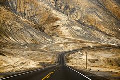 bajando de la montaña (Marcos GP) Tags: road peru ruta highway carretera down pista arequipa valey marcosgp