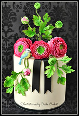 Ranunculus and Bird Cake (Fantasticakes (Ccile)) Tags: bird ranunculus lovebird gumpaste sugarflowers sugarmodelling doublebarrelcake