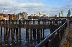 The River Thames (Voss-Nilsen) Tags: city greatbritain travel england urban london by thames skyline architecture digital canon river photography eos photo europa europe flickr foto britain rivers 5d theriverthames arcitecture digitalphoto arkitektur architectura photograpy elv bybilder elver digitalt digitalfoto byggninger byggning storbritania bybilde digitafoto digitalbilde
