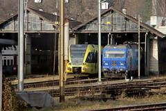 Thurbo => Die Regionalbahn ( SBB ) GTW RABe 526 707 - 5 ( Gelenk - Triebwagen => 2 - Teilig ) der Firma Stadler Rail mit Taufname Top - Blitz und Sdostbahn Lokomotive 456 143 mit Werbung Ostwind am Bahnhof Winterthur im Kanton Zrich der Schweiz (chrchr_75) Tags: train de tren schweiz switzerland suisse suiza swiss thurbo eisenbahn railway zug sua locomotive christoph dezember svizzera bahn treno schweizer chemin sob centralstation sveits fer locomotora tog juna lokomotive lok sviss ferrovia zwitserland sveitsi spoorweg suissa locomotiva lokomotiv ferroviaria  locomotief sdostbahn chrigu  szwajcaria rautatie regionalbahn 1312   2013 bahnen zoug trainen  chrchr hurni chrchr75 chriguhurni chriguhurnibluemailch dezember2013 albumbahnenderschweiz2013712 hurni131224 albumsdostbahnsob albumbahnthurbo tralin