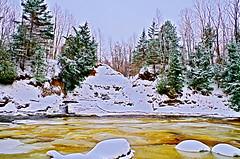 scne d'hiver au parc Chauveau (LPMarien) Tags: winter snow canada cold ice nature forest river frozen pentax quebec hiver rivire qubec froid hdr fort glace frozenriver gel k50 riviresaintcharles parcchauveau pentaxk50