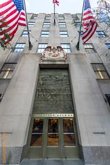 New York City (Edi Bähler) Tags: newyorkcity newyork building facade perspective structure highrise bauwerk gebäude flagge perspektive fassade hochhaus türe vereinigtestaaten 1424mmf28 nikond3s structuredetail rockefellercenternewyorklm bauwerkdetail