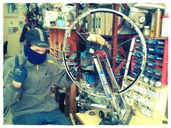 mi amigo henrik me radiará la rueda trasera (ruta_panamerikana) Tags: amigo espa flickrandroidapp:filter=chameleon fixidixi
