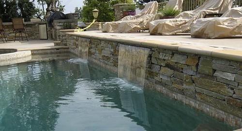 revestimiento piedra piscina