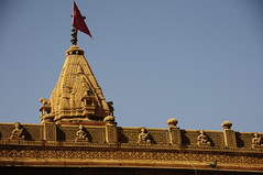 Temple Summit (Saumil U. Shah) Tags: travel red wallpaper sculpture india detail art heritage history tourism beautiful architecture temple golden town sandstone flickr desert fort flag indian culture craft grand tourist historic summit fortress jaisalmer desktopwallpaper rajasthan shah goldencity  saumil  incredibleindia  saumilshah