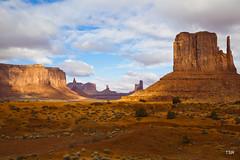 Monument Valley (doveoggi) Tags: park arizona sandstone butte monumentvalley monolith navajoreservation 1569