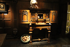 Westfries Museum: cabinet (Canadian Pacific) Tags: wood holland netherlands dutch museum hoorn 1 cabinet north nederland noord roodesteen koninkrijkdernederlanden westfries aimg1521