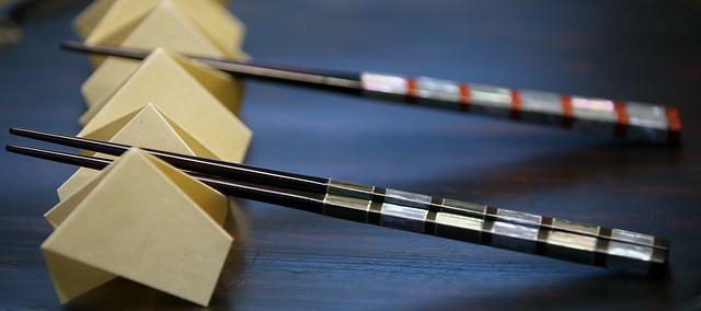 箸袋で作る箸置き「変わり千代結び」の折り方とマナー