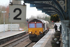 66213 (marcus.45111) Tags: flowers stone train gm flickr railway dslr freight artyfarty 2015 flickruk platform2 canoncameras 1100d 66213 marchstation moderntraction friendsofmarchstation