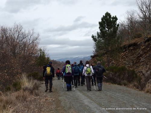 MARCHA-371-los-pueblos-abandonados-valle-de-aravalle-avila-senderismo (25)