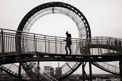 In the circle (Karl_Reif) Tags: street city people urban zeiss 35mm streetphotography duisburg za ruhrgebiet sonyalpha mirrorless a7r stphotographia tigerandturtle sonnartfe2835