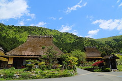 Old houses (Teruhide Tomori) Tags: roof house mountain building green nature architecture landscape countryside construction   tradition miyama  nantan