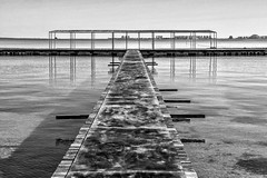 Balneario. Santiago de la Ribera. Mar Menor. Murcia. (kirie24(Caco)) Tags: bw playa murcia marmenor balnearios