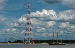 Elbblick - Wolkig (Pana53) Tags: sky holland clouds boot outdoor himmel elbe segelschiff fahrzeug niederlande exkursion sonnenschein wolkig ansichten niedersachsen dreimaster bundesland elberiver nikond810 pana53 naturundlandschaftsfotografie photographedbypana53