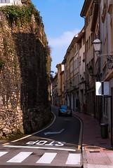 Calle Paraiso (Oscar F. Hevia) Tags: street espaa wall calle spain paradise asturias naturalparadise oviedo paraiso muralla asturies medievalwall uviu principadodeasturias parasonatural uvieo murallamedieval calleparaiso paraisostreet