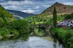 DSC_9293 (fabiennethelu) Tags: bridge mountain water montagne river pont maison paysbasque bidarray