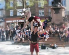 File0219 (mariej55quebec) Tags: red rouge artist artistes vieuxqubec spectacle jongleur acrobates artistesderue amuseurs