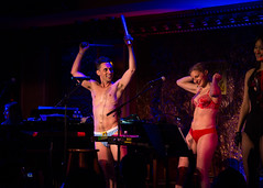 IMG_2489 (Cherie B. Tay) Tags: nyc concert ukulele 54below theskivvies