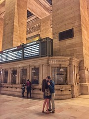 Kiss me goodbye (heidi_wlx) Tags: travel people newyork architecture indoor grandcentralterminal iphone6