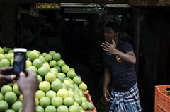 @ Parrys Corner (Kals Pics) Tags: india man mobile action streetlife photograph moment chennai tamilnadu mozambique roi fruitseller cwc parrys singarachennai rootsofindia kalspics flowerbazaar chennaiweelendclickers fruitsbazaar