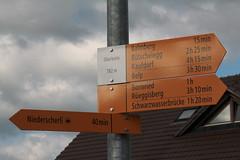 Wegweiser Oberbalm ( BE - 782m - Standorttafel Berner Wanderwege ) im Dorf Oberbalm im Kanton Bern der Schweiz (chrchr_75) Tags: hurni christoph schweiz suisse switzerland svizzera suissa swiss chrchr chrchr75 chrigu chriguhurni chriguhurnibluemailch juli 2016 juli2016 kanton bern kantonbern standorttafel standort tafel markierung wegweiser berner wanderwege wanderweg site map plan du mappa del sito sidkarta sivustokartta wanderwegweiser bernerwanderwege wanderwegmarkierung trail hiking hikingtrail albumstandorttafelsammlung