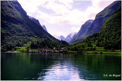 Reflejos en los Fiordos (Noruega) (salvador g de miguel) Tags: norway viajes noruega hdr reflejos photomatix fiordos sigma1770 pentaxk20d