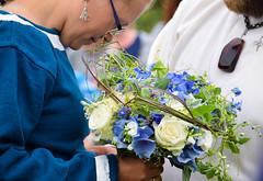 Bridal bouquet (Maria Eklind) Tags: wedding summer people nature se market sweden outdoor crafts sverige viking brud trelleborg bridalbouquet hantverk skneln vikingage brudbukett vikingwedding trelleborgen vikingamuseum vikingamarknad