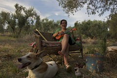 Don't worry, be happy! (Laura Margiotta) Tags: music green nature girl garden relax ukulele