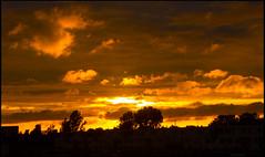 Gloeiende zonsondergang (Omroep Zeeland) Tags: wolken kleuren gloeien zonsondergang enz