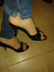 ciabattine casual nere 2 - Black Mules Casual 2 (  Alessia Rossini   IT) Tags: red sexy fetish toes cd nail polish jeans heels trav med rosso mules piedi tacco piedini smalto zoccoletti ciabattine