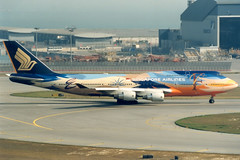 Singapore Airlines | Boeing 747-400 | 9V-SPL | Tropical Megatop livery | Hong Kong International (Dennis HKG) Tags: plane airplane hongkong airport aircraft boeing sq boeing747 hkg 747 sia 747400 singaporeairlines planespotting boeing747400 cheklapkok staralliance vhhh 9vspl 07r