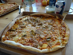 Pizza (petrusko.rm) Tags: food dinner sony shrimp clam pizza pepsi tuna dsc hx20