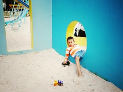 Minutos de descanso. (Albert Rivero) Tags: park boy portrait people relax kid merida tired nio menino uploaded:by=flickrmobile flickriosapp:filter=nofilter