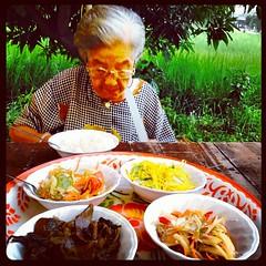 กินอาหารเจกับทวด ทวดอายุ 95 กินแต่น้อย ทำงานตลอด สุขภาพแข็งแรง ไม่เป็นโรคร้ายแรง สมควรเอาเยี่ยงอย่างสำหรับการปฏิบัติกิจวัตรประจำวันของคนรุ่นใหม่