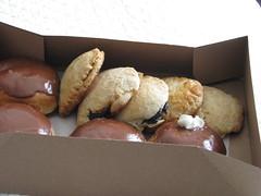 LeCave's Bakery, Tucson (Dan_DC) Tags: tucson sweet box chocolate stock whippedcream cardboard bakery donuts license pastry icing diet temptation indulgence excess rf indulgent imagebank empenadas royaltyfree indulgences flatfee lecaves