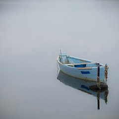 boat (a.penny) Tags: reflection square boat fuji minimal finepix fujifilm minimalistic barque 1x1 500x500 apenny quarat