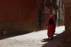 onlookers (handheld-films) Tags: street travel red portrait woman women candid muslim islam religion hijab photojournalism documentary morocco arab marrakech maghreb medina society moroccan islamic reportage arabwest