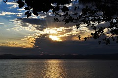 REST time. It's SUMMER! I'll be back soon! (Ruby Augusto) Tags: sunset bay pôrdosol silhuetassilhouettes cacupésc