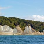 Die berühmten Kreidefelsen der Stubbenkammer im Nationalpark Jasmund auf der Insel Rügen (3) thumbnail