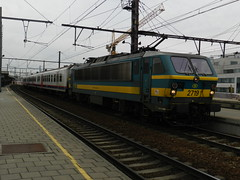 HLE 2719 + M4 op Antwerpen Berchem (Jeffrey1189) Tags: ant 27 m4 antwerpen berchem treinstation nmbs locomotief sncb 2719 hle rijtuigen