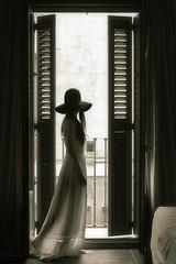 mi soledad se queda a esperarte (Sally Foto) Tags: light woman window hat backlight waiting loneliness dress balcony bn sallyfoto