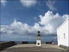 protettiva (imma.brunetti) Tags: nuvole cielo ischia forio piazzale croce balaustra mistica ringhiera isolaverde