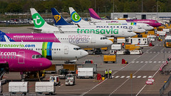 Lovely line-up at Eindhoven Airport (Nicky Boogaard Photography) Tags: airport aviation airplanes eindhoven airbus ryanair transavia 737 a320 airbase gulfstream wizzair rnlaf g650