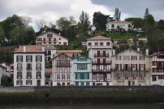 Ciboure vu de Saint-Jean-de-Luz (sylviedjinn 14) Tags: 64 paysbasque colombages aquitaine ciboure pyrnesatlantiques