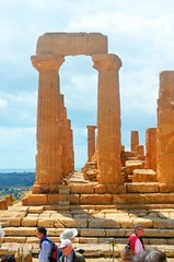 Valley of the Temples - Temple of Giunone 4 (Sussexshark) Tags: holiday temple sicily vacanza sicilia juno agrigento valledeitempli valleyofthetemples 2016 giunone