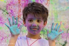 Giocando con i colori (balboni.antonella) Tags: volti persone people ritratti ritratto bambini bambino colori mani colore