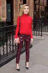 Kiernan Shipka in vinyl pants (Vinyl Beauties) Tags: actress girls women kiernan shipka pvc vinyl plastic pants clothing wear fashion moda mode vinil plástico vinilo vinyle plastique plastik vinile plastica pvcclothing vinylclothing plasticclothing roupadevinil roupadeplástico ropadevinilo ropadeplástico vêtementenvinyle vêtementenplastique abbigliamentoinvinile abbigliamentoinplastica plastikkleidung pvckleidung roupa ropa abbigliamento vêtement kleidung pantalones pantalon pantaloni hose lackhose plastikhose pantalonesdevinilo pantaloniinvinile pantalonenvinyle pantalonesdeplástico pantaloniinplastica pantalonenplastique