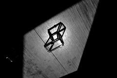 quadrilatre (Emma Plume) Tags: gris nikon lumire perspective ombre reflet gomtrie obscur graphique formes losange quadrilatre d3100